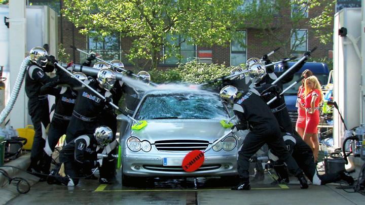 Mobil 1 Carwash stunt ad with Jenson Button 1 - 【Python】テキストマイニングとは〜分析の重要性〜