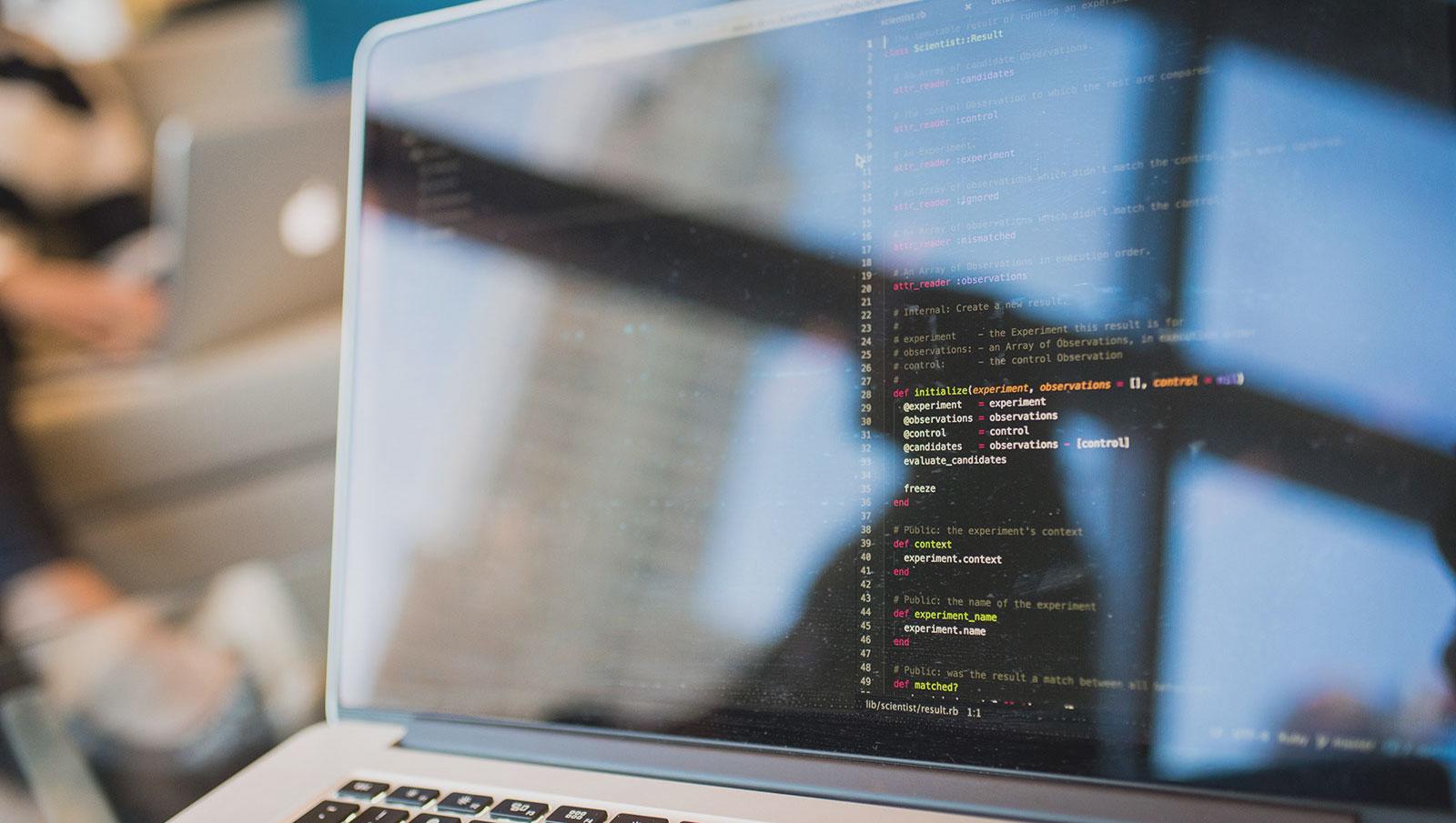 access blur business 1181271 2 - プログラミング初心者のためのpython入門講座